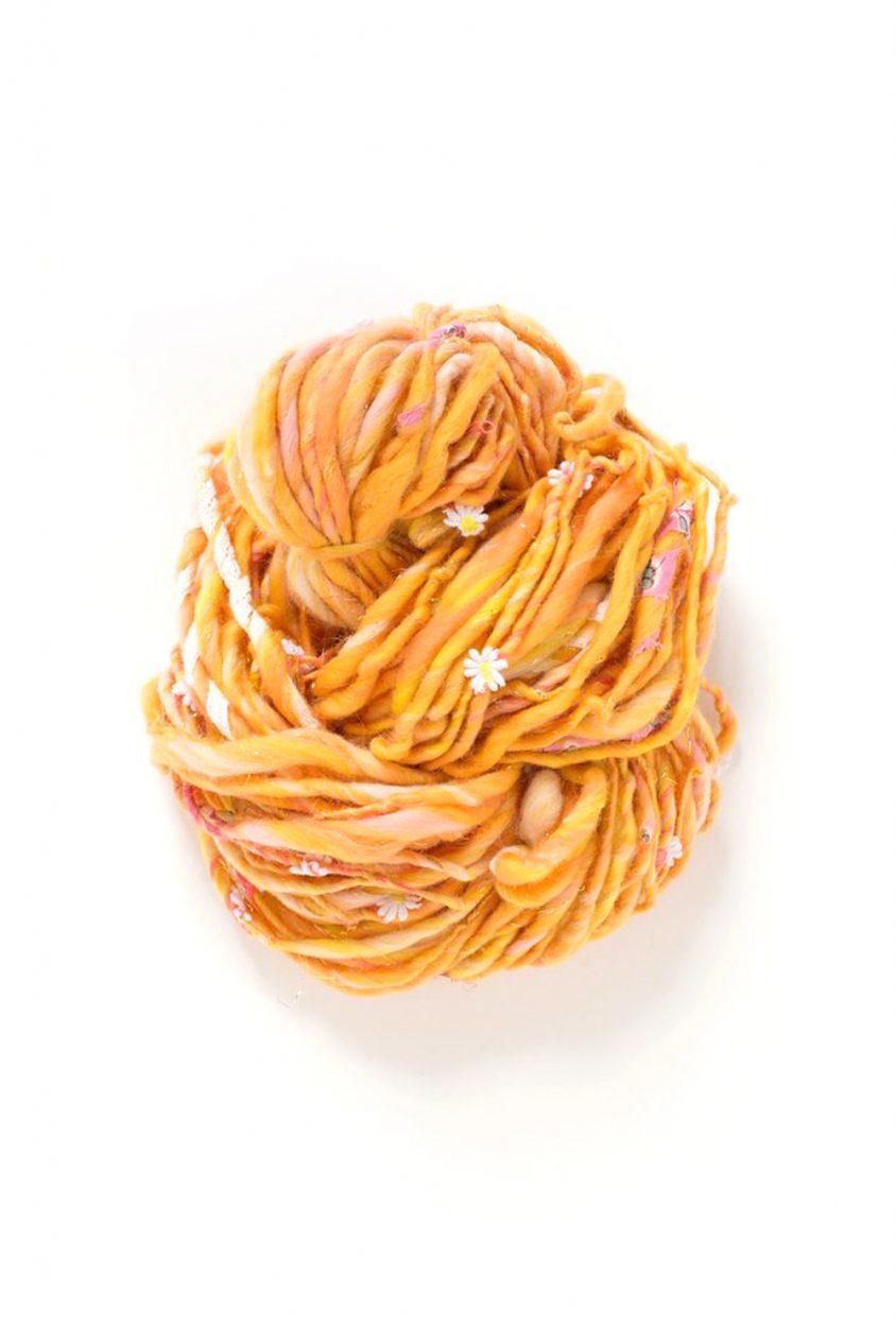 daisy chain yarn in papaya