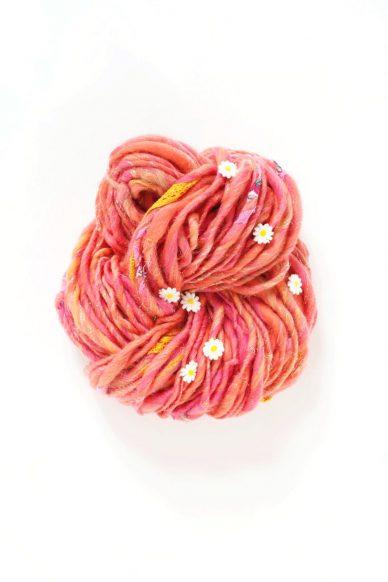 daisy chain yarn in peony